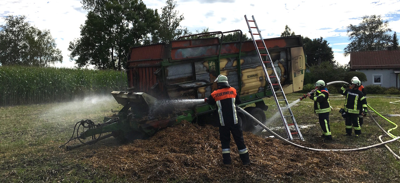 Ladewagen in Brand